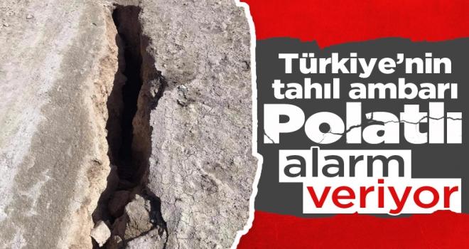 Polatlı'da toprak yüzeyde oluşan yarıklar tedirgin ediyor!