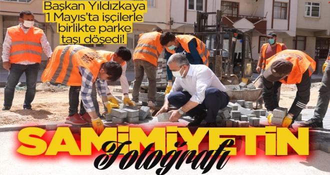 Başkan Yıldızkaya, işçilerle parke taşı döşedi