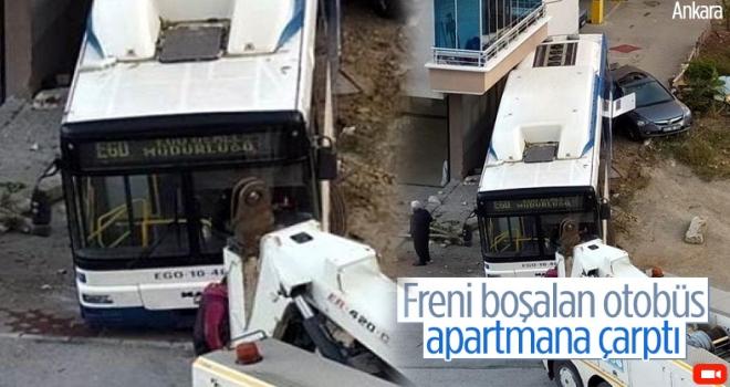 Ankara'da freni boşalan belediye otobüsü apartmana çarptı