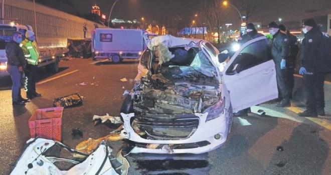 Ankara'da Alkollü Sürücü Ekmek Kamyonetine Çarptı: 2 Ölü, 2 Yaralı